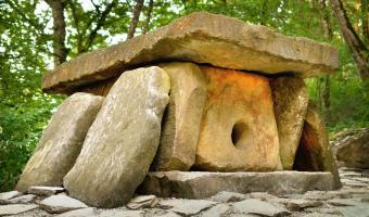 Jak mohli předkové opracovat kameny vážící několik tun?